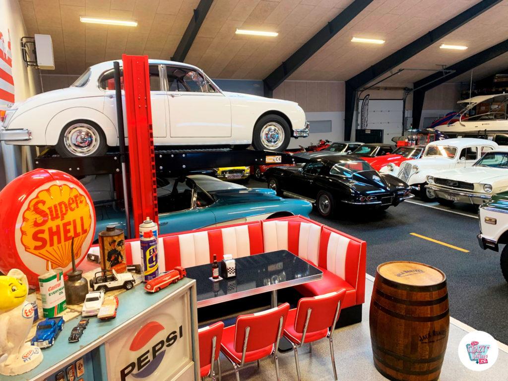 Bar americano en Garage de coches clásicos desde Dinamarca