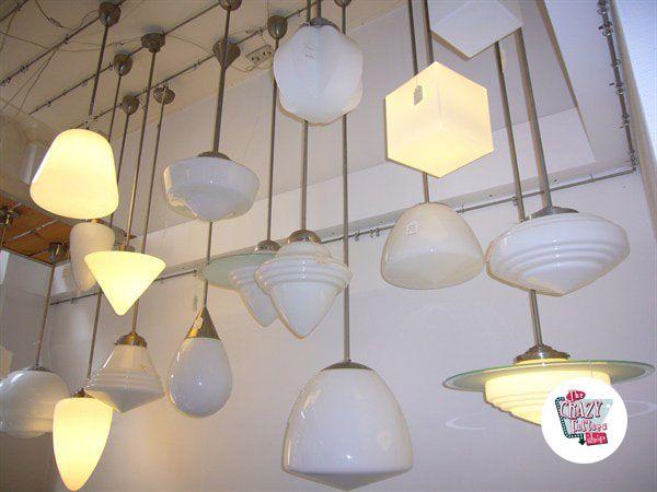Retro lamper rekke ideelle for å dekorere en Retro American Diner, eller noen tematizado eller virksomhet sett på den tiden. De er også perfekt for å dekorere ditt hjem eller arbeidsplass med et fantastisk sett belysning. Vi har også forskjellige paneler, tak, stående eller skrivebordet.