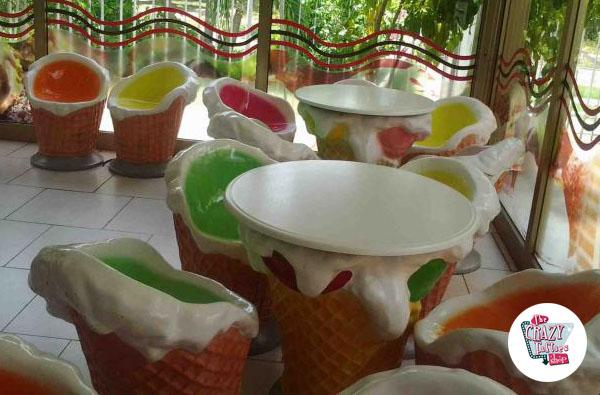 Temático møbler iskrembar bord og stoler satt